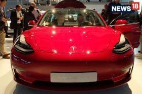 Elon Musk Announces Tesla Model 3 New Base Variant on Twitter, Priced at $45,000