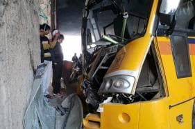School Bus Crashes Into Divider at Noida Underpass; 12 Students Injured; Driver and Conductor Critical