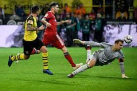 Alcacer Fires Dortmund Past Beleaguered Bayern to Maintain Bundesliga Lead