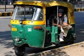 21-Year-Old Delhi Dancer Snatches Auto Driver's Wallet to Splurge on 3 Girlfriends; Arrested