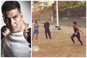 Akshay Kumar Gives Monday Fitness Motivation by Training Boys on Beach, Watch Video