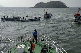 Boat With 26 Passengers Capsizes in Karnataka, 8 Dead; Navy's Chetak Helicopters Join Rescue Ops