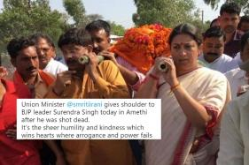 Smriti Irani Turning Pallbearer for Her Aide is Being Called an Inspiration for Women