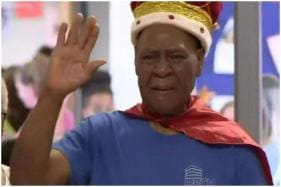 Retiring School Janitor Breaks into Tears as Students Crown Him 'King' at Surprise Farewell Bash