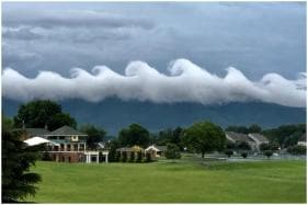 Happiness Comes in Waves: Rare Formation of Cloud Covers Netizens' Attention