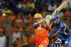 Kochi Tuskers stun Mumbai Indians by 8 wickets