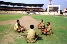 IPL: cop suspended for 'suspicious' movement