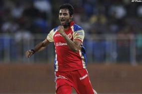 RCB win lopsided contest to reach IPL final
