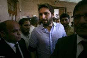 Afridi, Akhtar to be denied contracts: report