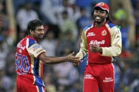 Bowlers set up win in Mumbai, praises Gayle