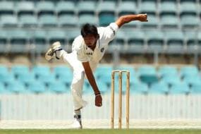 Akram not impressed with India's reverse swing