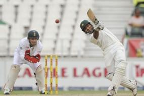 Misbah, Shafiq keep Pakistan alive in first Test