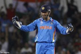 Reticent MS Dhoni refuses to take questions on IPL fixing