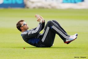 Graeme Swann shows no lasting effects of arm injury
