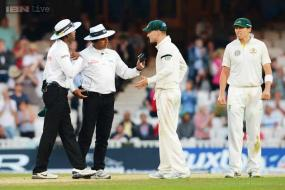 Michael Clarke's warning to umpire ends bitter Ashes