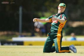 Australians fight for Ashes chance on India tour