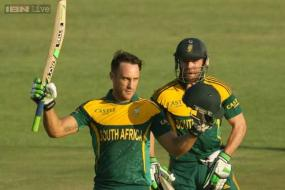 De Villiers, Du Plessis power South Africa to a 7-wicket win over Australia