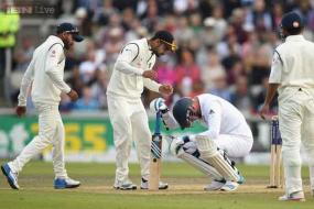 Stuart Broad suffers nose blow from Varun Aaron bouncer