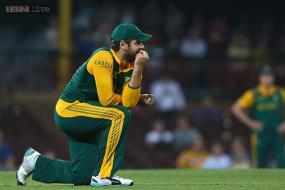 South Africa call up Rossouw to replace injured de Kock