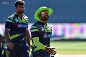 Waqar Younis complains of Umar Akmal in World Cup report to PCB