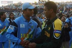 Bilateral series can help reduce Indo-Pak tensions: Waqar Younis