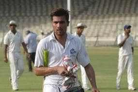 Azhar, Hafeez refuse to join camp in Amir's presence