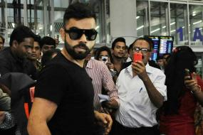 Watch: Fans give rousing cheers to Team India at Mumbai airport