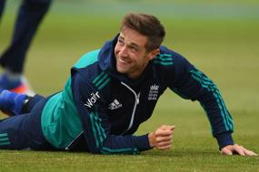 Chris Woakes Hopes to Ease Father's Fear of Flying