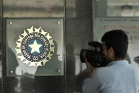 SC Issues Notice to BCCI For E-auction of IPL Broadcasting Rights
