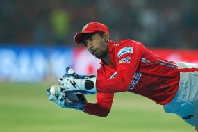 Wriddhiman Saha Does a Jonty Rhodes Against RCB
