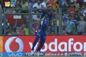 IPL 2017: Flying Kieron Pollard Takes a Superb Catch Against RCB