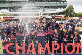 Anya Shrubsole Stars as England Stun India to Lift Title