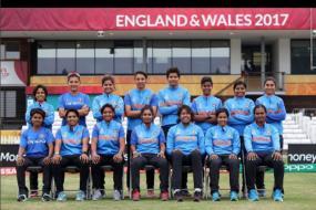 India vs Australia: Ravi Shastri Peps Up Mithali Raj & Girls