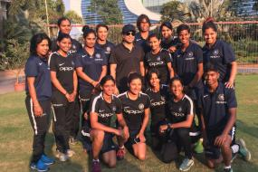 Tendulkar Meets to Indian Women's Team Ahead of SA Tour