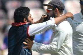 India vs West Indies Hyderabad Test: Fan Invades Pitch; Tries to Kiss Virat Kohli