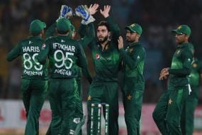 Seven More Pakistan Players Including Hafeez and Riaz Test Positive for COVID-19