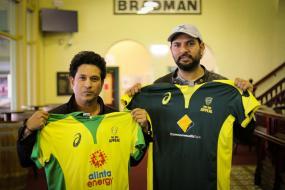 Sachin Tendulkar Pays Visit to SCG Ahead of Bushfire Cricket Bash, Yuvraj Turns Photographer