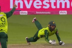 WATCH - Pakistan's Mohammad Rizwan Pulls off a Stunning Diving Catch in National T20 Cup