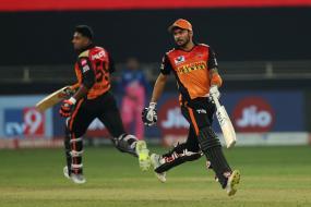 IPL 2020: Manish Pandey, Vijay Shankar Slam Unbeaten Half-Centuries as SRH Thrash RR