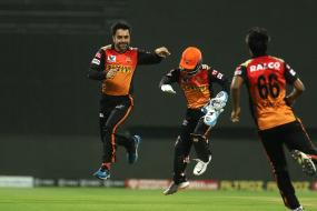 Purple Cap Holder in IPL 2020: Jasprit Bumrah, Kagiso Rabda Runaway Leaders to Claim Purple Cap in IPL 13 After SRH vs RCB Match