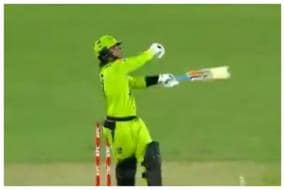 Watch: Debutant Oliver Davies Smashes Brilliant One-handed Six in BBL T20