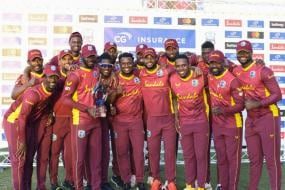 WATCH-Bees Invade Pitch During 3rd West Indies vs Sri Lanka ODI