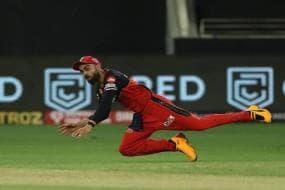 IPL 2021: Virat Kohli Gets Hit Under the Eye, Resumes Fielding Shortly After Incident