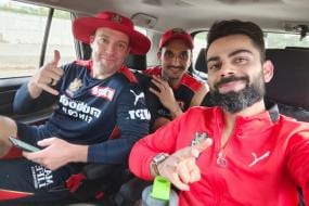 IPL 2021: RCB Trio of Virat Kohli, AB de Villiers and Harshal Patel 'Chill' After Practice