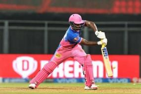 'That is One of Reasons Why he Hasn't Been Featuring in Indian Team' - Sunil Gavaskar Slams Inconsistent Sanju Samson