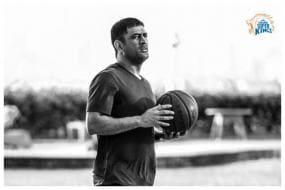 IPL 2021: MS Dhoni, Rahul Tewatia Show Off NBA-Worthy Basketball Skills in the Bio-Bubble