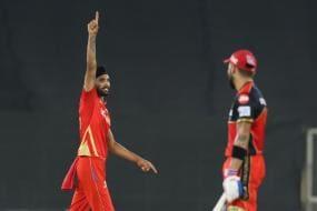 IPL 2021: Punjab Kings Celebrate Win Against RCB by Smashing Cake on Harpreet Brar