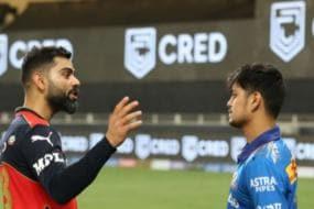 IPL 2021: Virat Kohli Puts an Arm around Ishan Kishan's Shoulders as Mumbai Indians Youngster Struggles for Form | Watch
