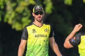 T20 World Cup: Mitchell Starc Seen Limping Off Training With a Leg Injury