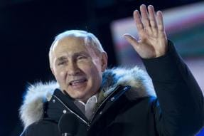 Putin Staying Put for Another 6 Years, Cruises to Win With Bigger Mandate